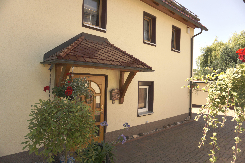 Im Herzen von Neukirchen, dem Tor zum Erzgebirge, nahe Chemnitz & dem historischen Wasserschloss Klaffenbach